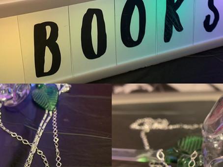 I love books necklace