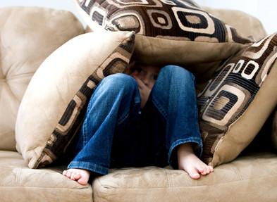 Depressão: 5 atitudes que você deve observar nas crianças durante o isolamento