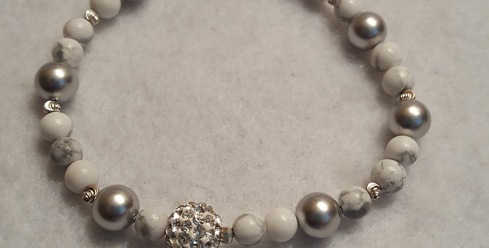White howlite gemstone round beaded bracelet