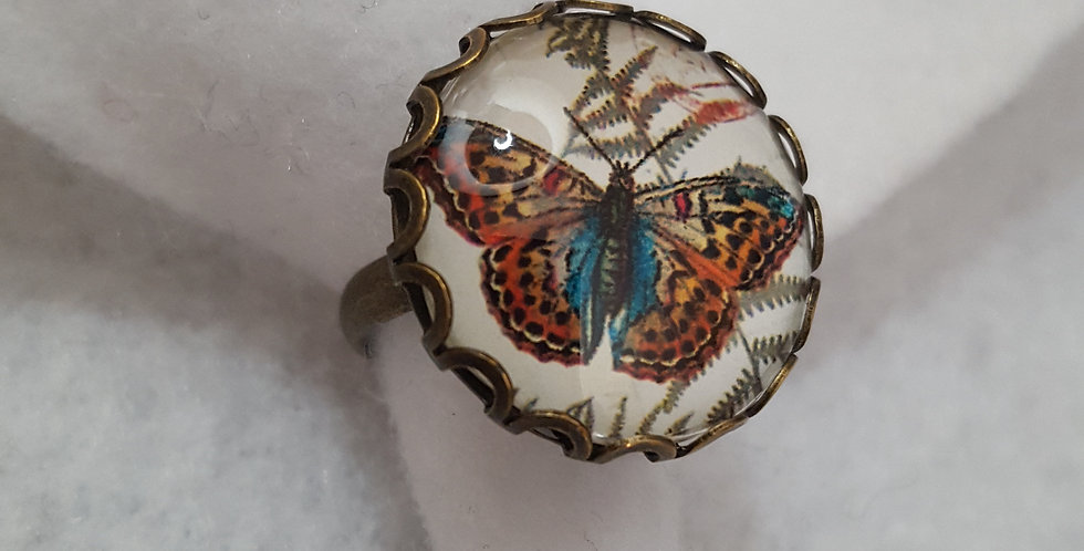 Brass round ridge metal ring with glass butterfly cabochon