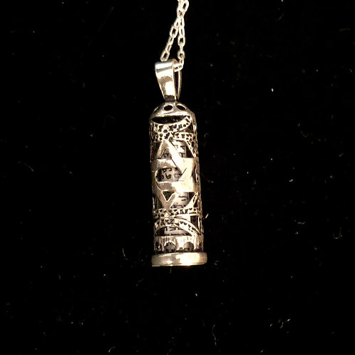 "Charm necklace housing the ""Shema prayer"" - Silver"