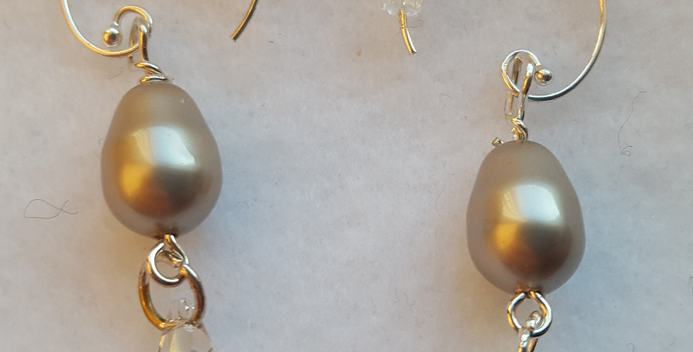 Light platinum - gray Swarovski glass teardrop pearl earring