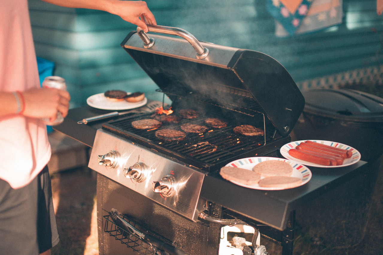 Burgers and hot dogs on the grill.