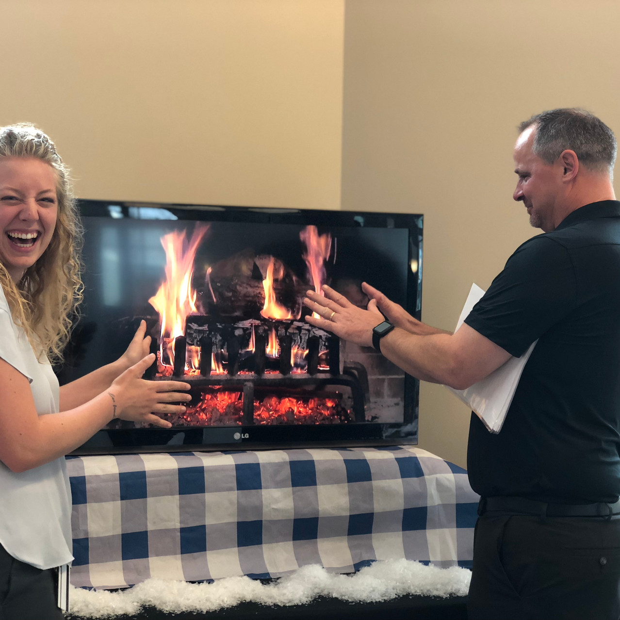 Fake fire on the TV in the cafe.