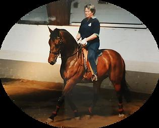 Hélene à cheval 3.jpg.png