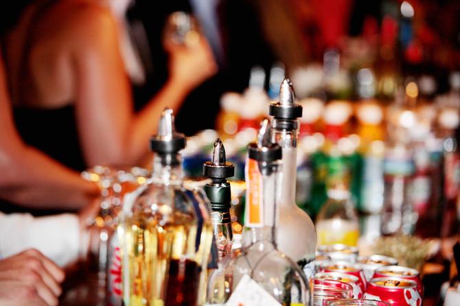 Boozy Brides: 10 Wedding Bar Tips