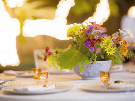 Fun and colourful centerpieces in Chinese porcelein in a secret garden reception