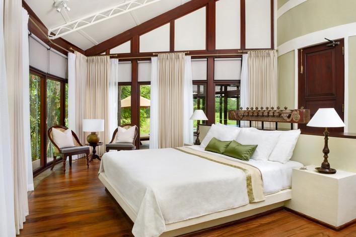 Nikawewa-villa-master-bed-room_1049x700.