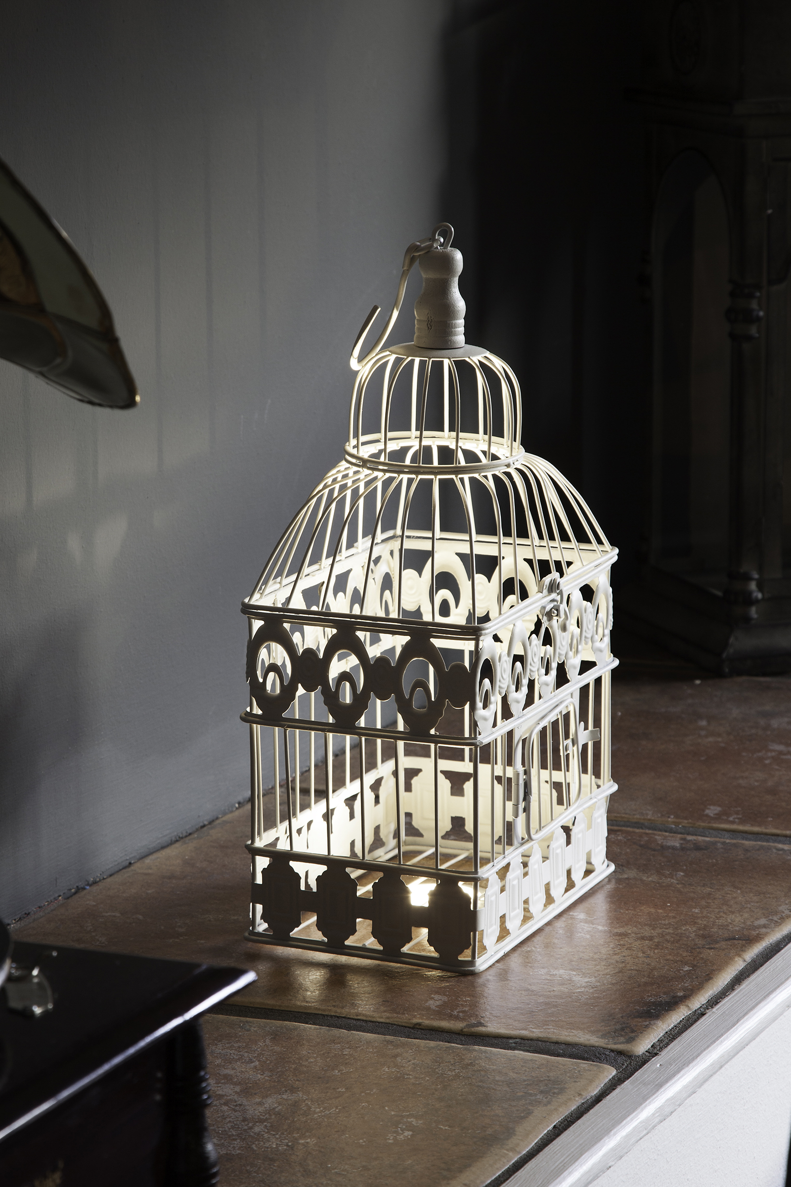 Cafe Tartine alcove and birdcage