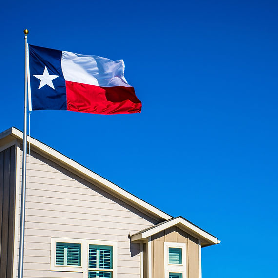 Texas%20flag%20on%20perfect%20flagpole%20flying%20in%20front%20of%20brand%20new%20modern%20home%20in