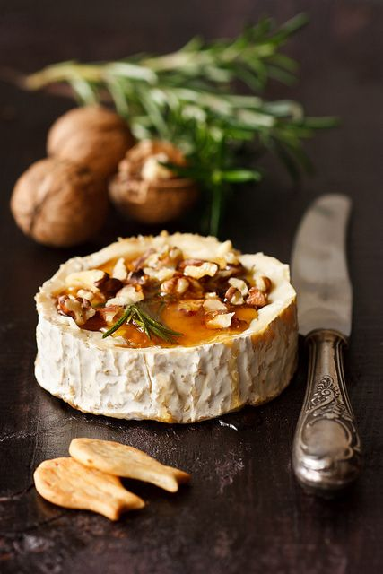 cheese with honey and walnuts