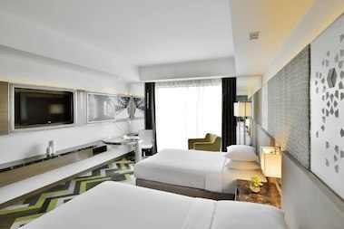 deluxe twin room.jpg