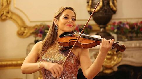 Diane-female-violinist-hire-elastic-loun