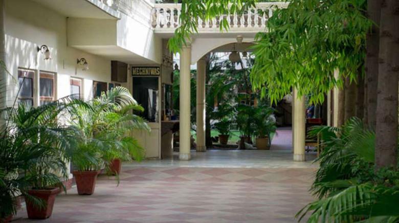 Facade_Hotel_Meghniwas_Jaipur_3_kohdti.j
