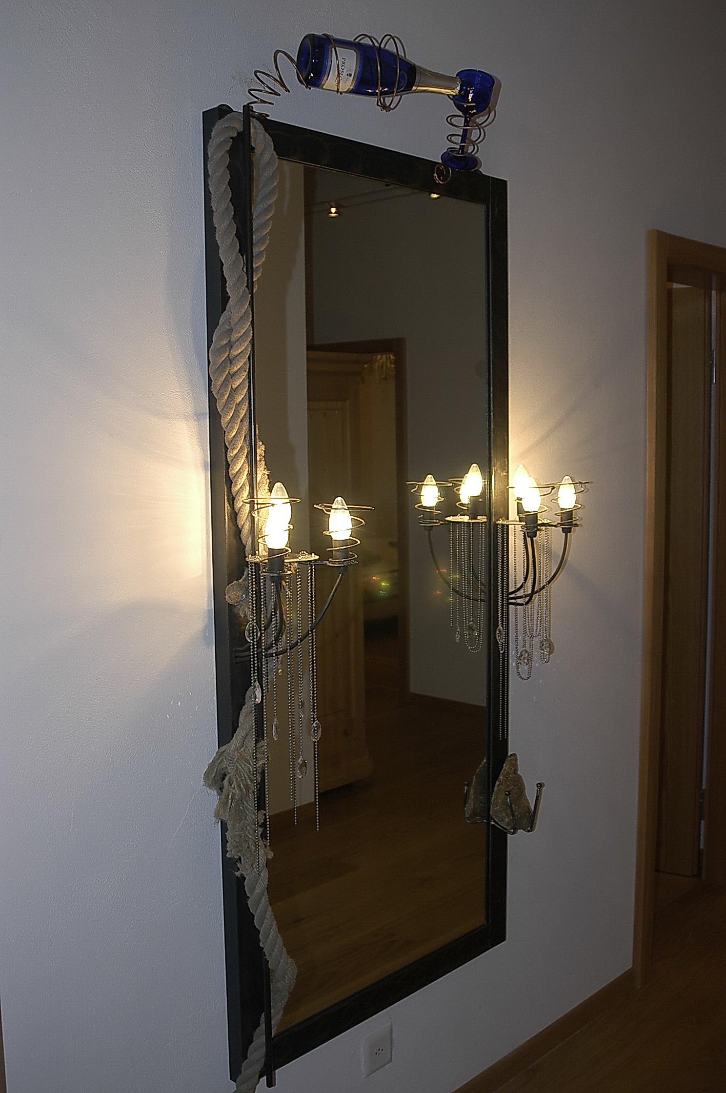 Spiegel mit Lampe