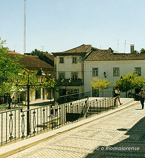 Rua David Manuel da Fonseca e Praça do Comércio, Anos 90. © Nuno Rocha, 1997. Arquivo O Riomaiorense.