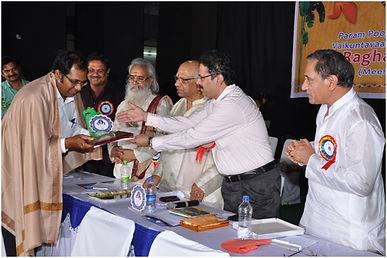 Astrologer Dr Andrew Dutta receiving award