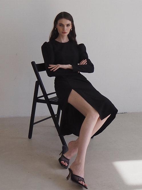 Платье с объемными рукавами в черном цвете