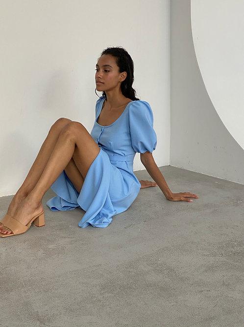 Платье миди на пуговицах в небесно голубом цвете