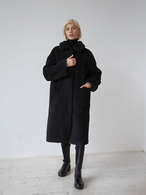Шуба оверсайз с карманами в черном цвете/110см