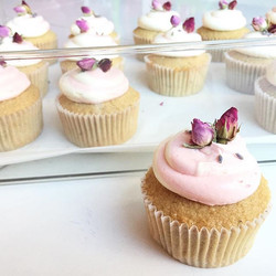 ❤️🌹 #chiccupcakessg #cupcakes #earlgrey #sgcupcakes #cakes #sgcakes #sgbakes #bakersofsgp #bakerro