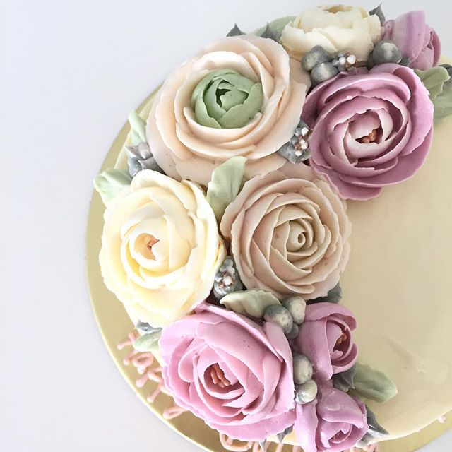 Florals on a cake