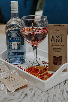 Organically grown, sustainably packed, eco friendly, cocktail garnishes. Gin & Tonic ingredients. Dried fruit, dehydrated fruit, dried florals dried flowers, gin botanicals