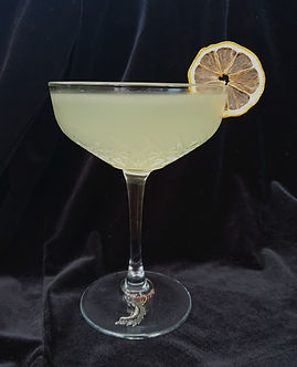 Cocktail with dehydrated lemon
