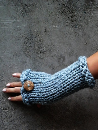 Wrist Warmer With A Button