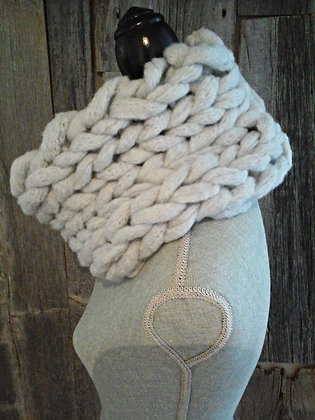 Big Stitch Snood in Lighter than Light Grey
