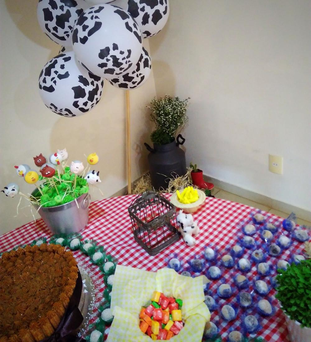 mesa de bolo, decoração festa infantil , fazendinha, animais