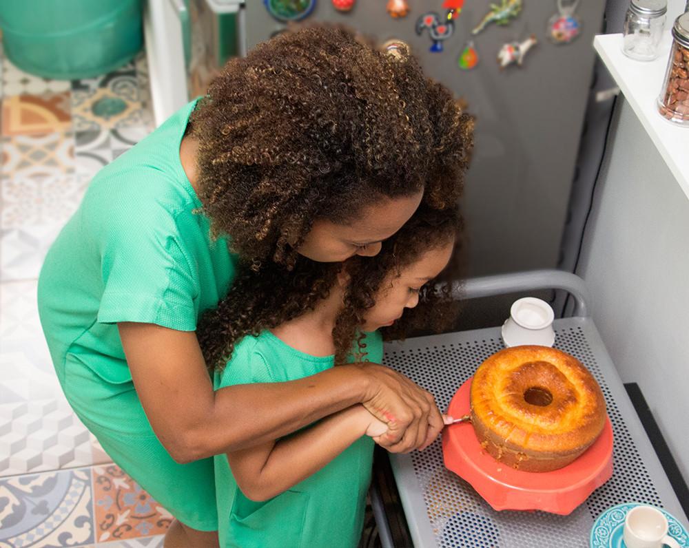 mãe e filha - cozinhar juntas