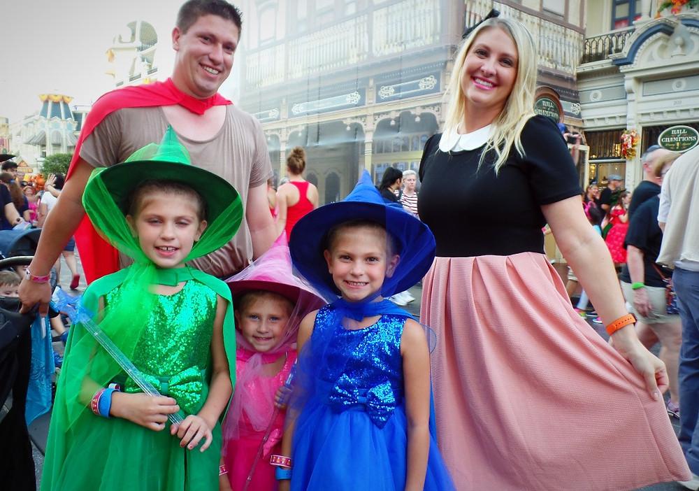 família fantasiada princesas
