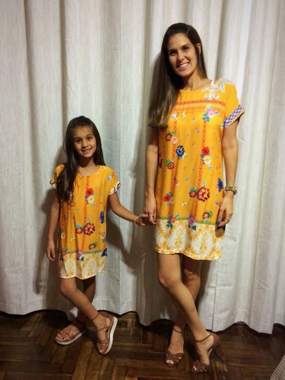 Vera e Lara vestindo Alícia