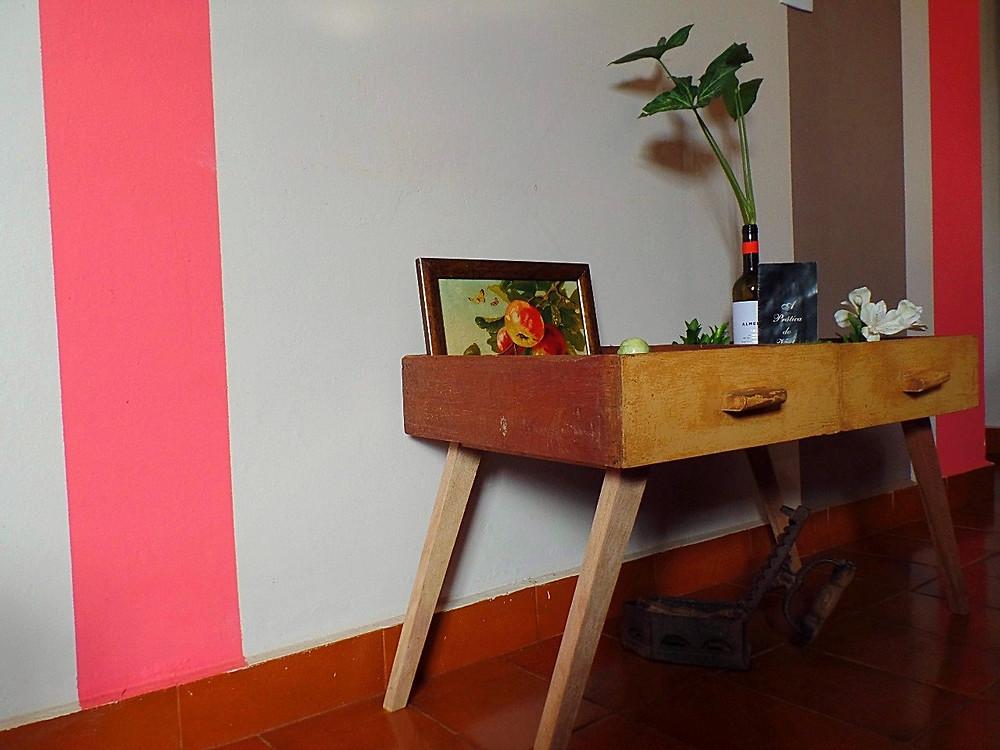 mesa feita com gavetas antigas - upcycling