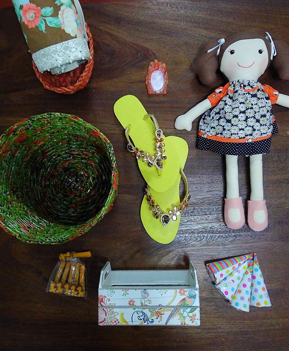 objetos na cor laranja 'a venda no espaço colaborativo Vila Montans