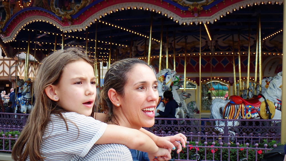 mãe e filha na Disney - vestindo Alícia tal mãe tal filha