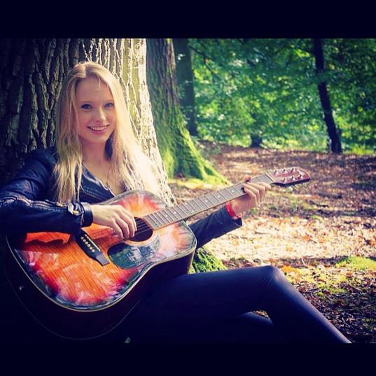 🌳🎶🎸_#guitar #guitarist #acoustic #gir
