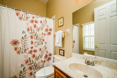 Queenbathroom.jpg