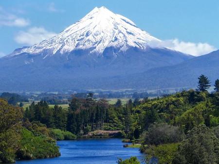 타라나키 산에서 발견된 두 명의 등산객 시신