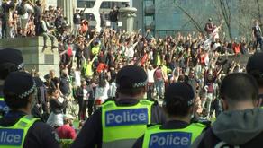 멜버른 시위대들, 추모의 성지 '전쟁기념관'서 경찰과 대치
