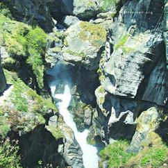 Quelle des Saraswatiflusses im Himalaya bei Badrinath