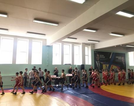 Первые соревнования юных борцов