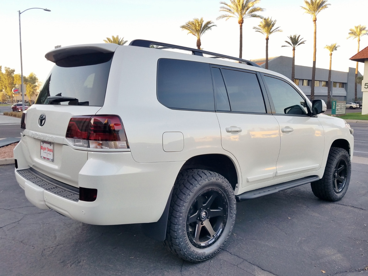 2018 Toyota Land Cruiser White