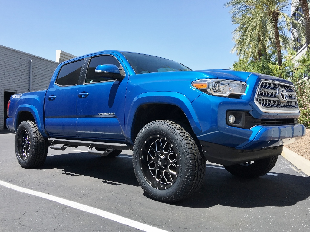 2016 Toyota Tacoma TRD 4x4 Sport in Blazing Blue Pearl
