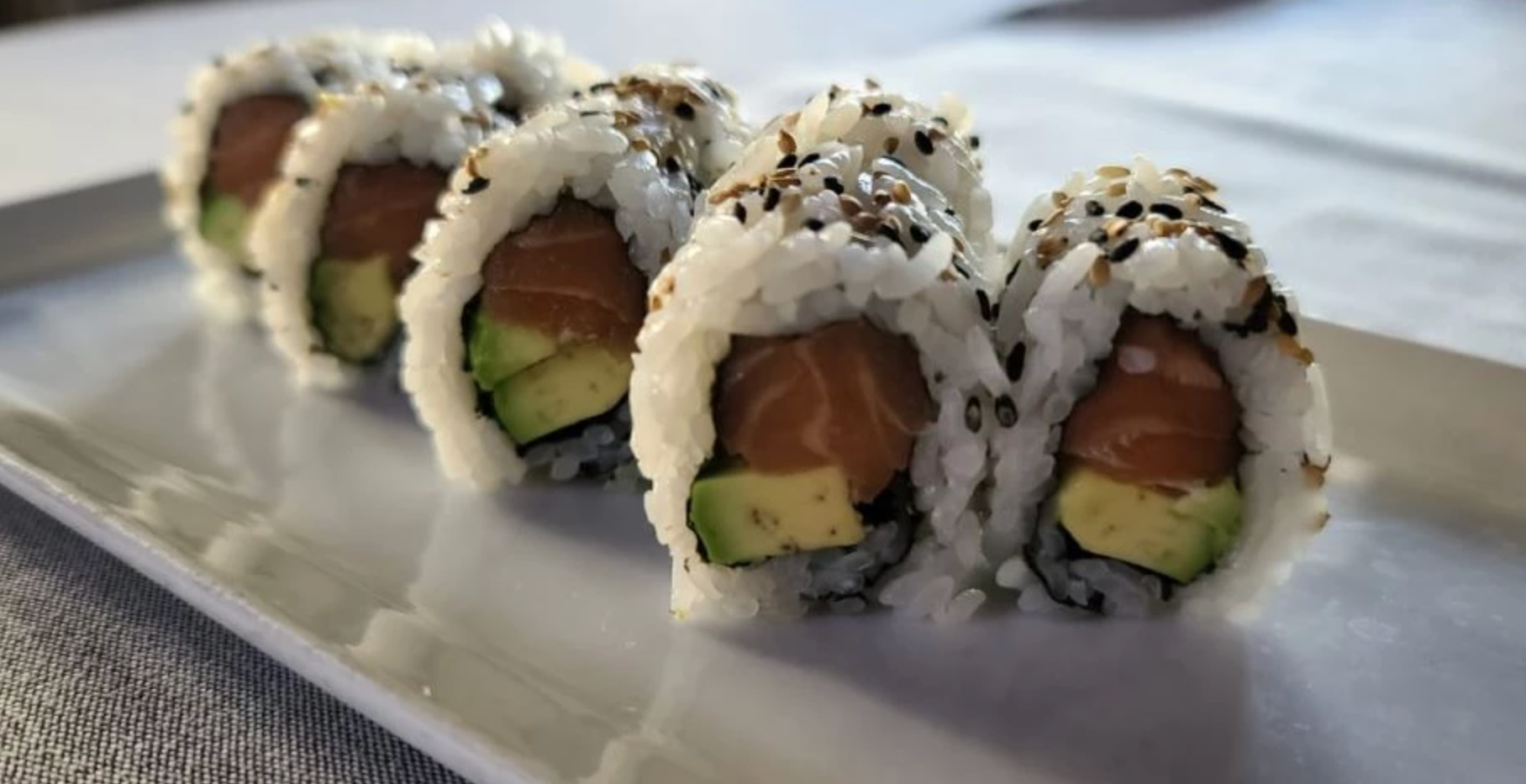 Salmon Avocado Rol