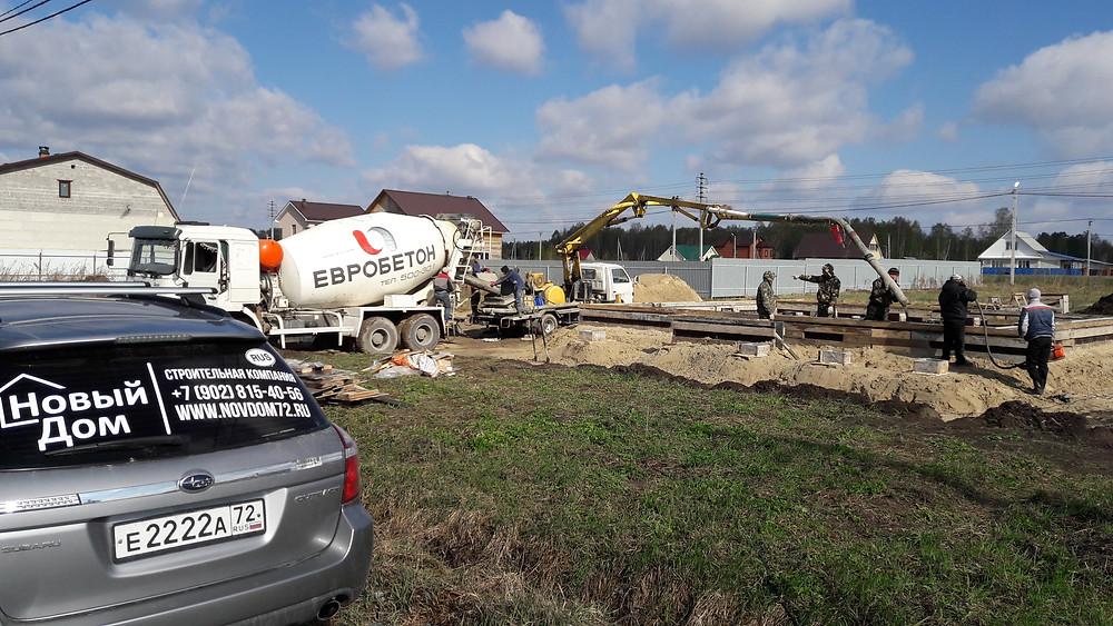 Сегодня заливали фундамент на объекте. Позади 6 дней подготовительных работ. 42 сваи, 17 м3 бетона М250.