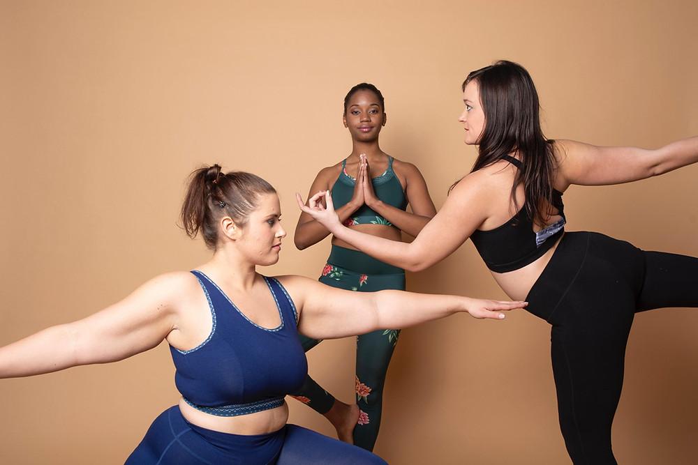 Trois jolies yogies