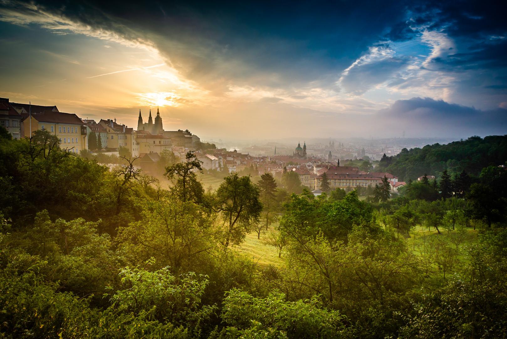 Praha při svítání