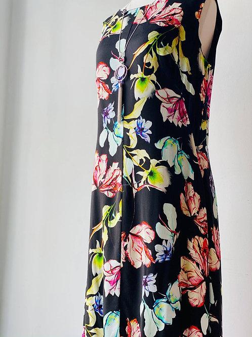 Q'Neel Denmark Linen Flower Dress